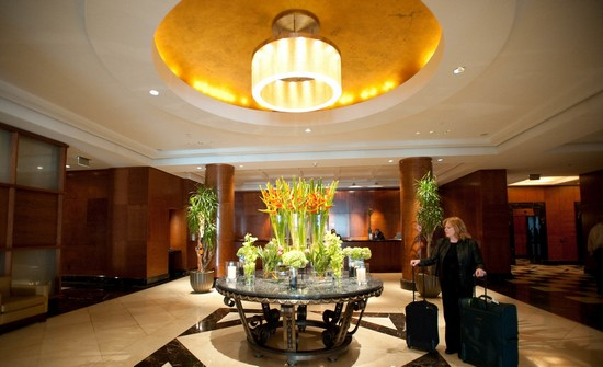 The lobby always smelled amazing because of fresh flowers. Image from Oyster.com.